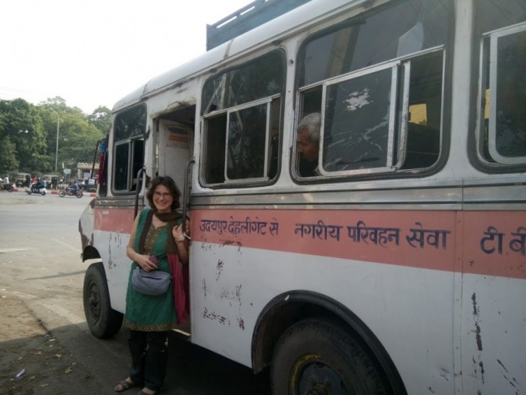 The bus from Udaipur to Badi