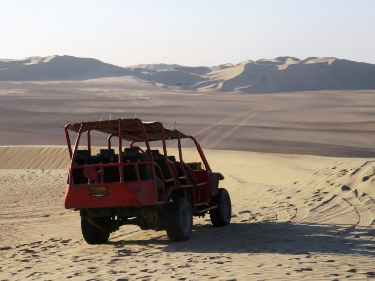 A sandbuggy in Huacachina