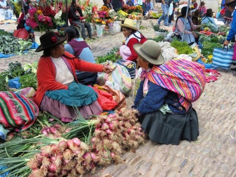 Peruvian ladies at the market in Cusco