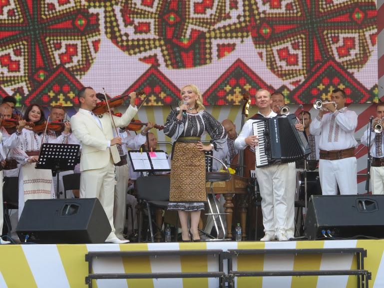 performance of moldovoan songs on Limba Noastra in Chisinau