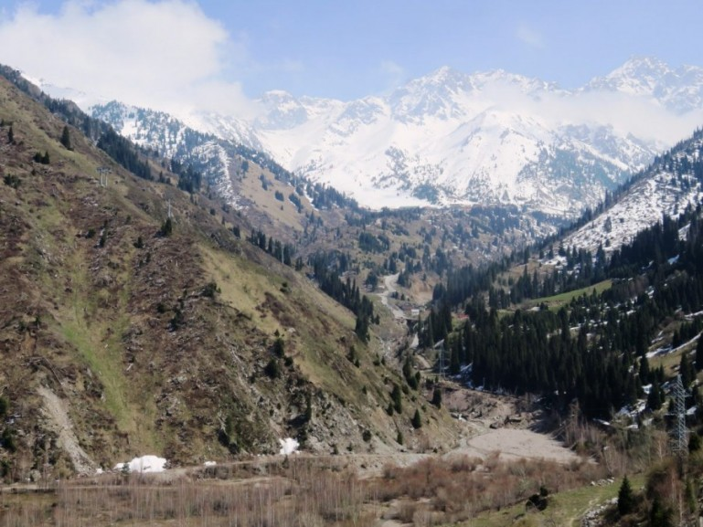 Hiking near Shymbuklak in Almaty
