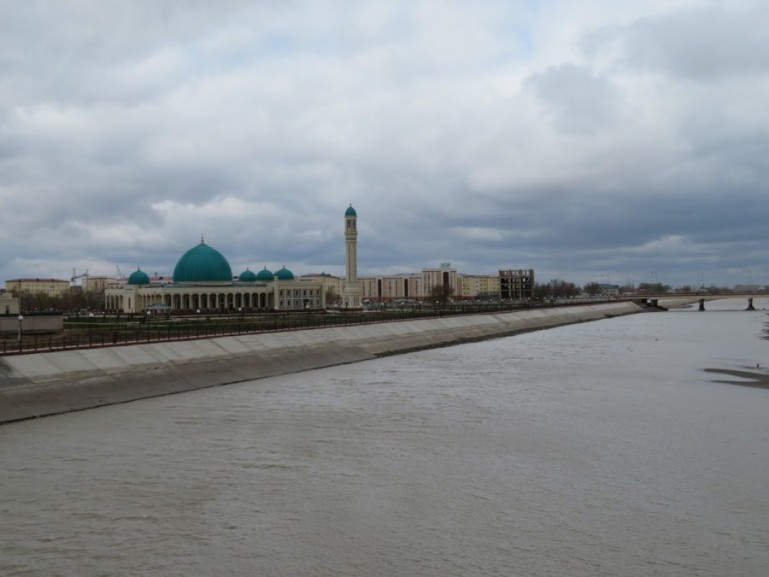 the banks of the Amu Darya river in Nukus