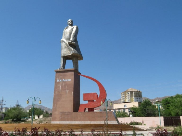 The Lenin Staue in the victory Park of Khujand city