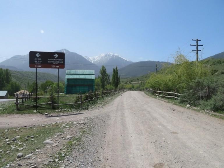 Start of the Altyn Arashan trek