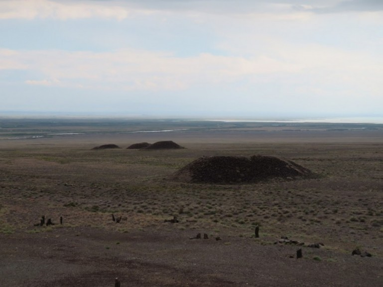 Bes Shatyr burial mounds in Altyn Emel National park