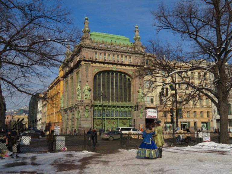 Catherine park and Elieyev food hall at the Nevski prospekt