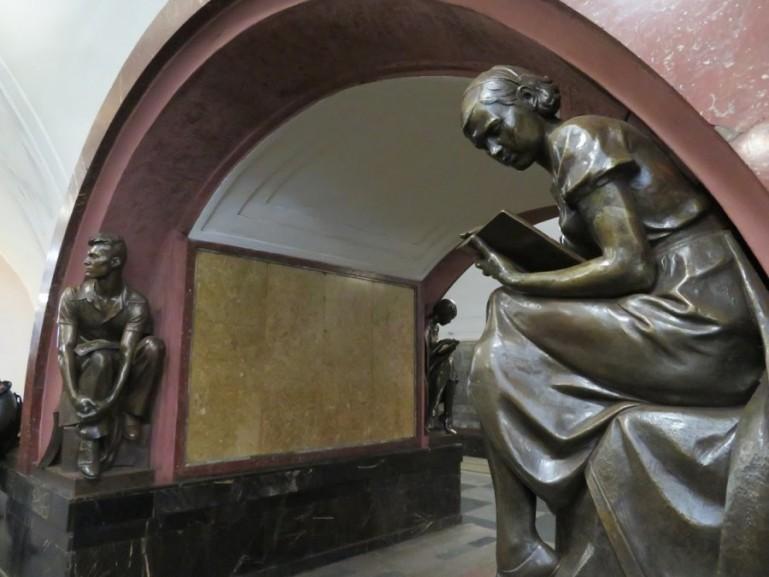 Ploschchad Revolutsii metro station