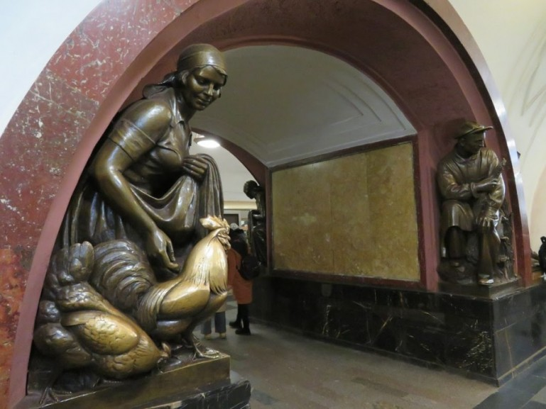 Ploschad Revolutsii metro station