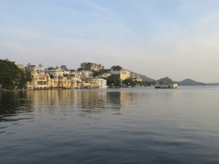 Lake pichola is one of the best places to visit in Udaipur