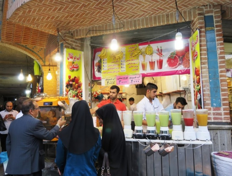 Fresh pomegranate juice at the Tehran Grand bazaar
