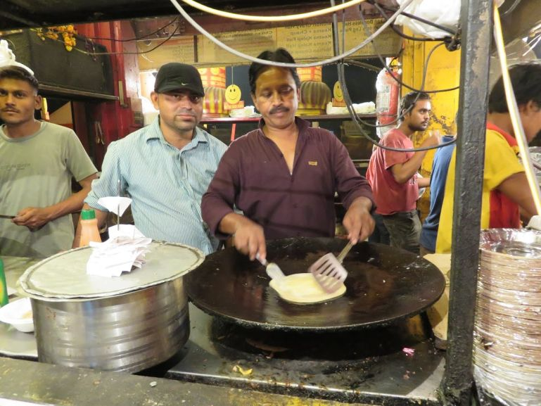 Sadar bazaar is among the top places to visit in Agra in one day