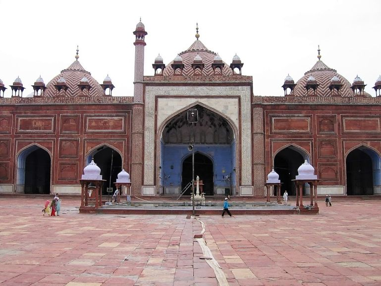 Jame Masjid is among the top places to visit in Agra in one day