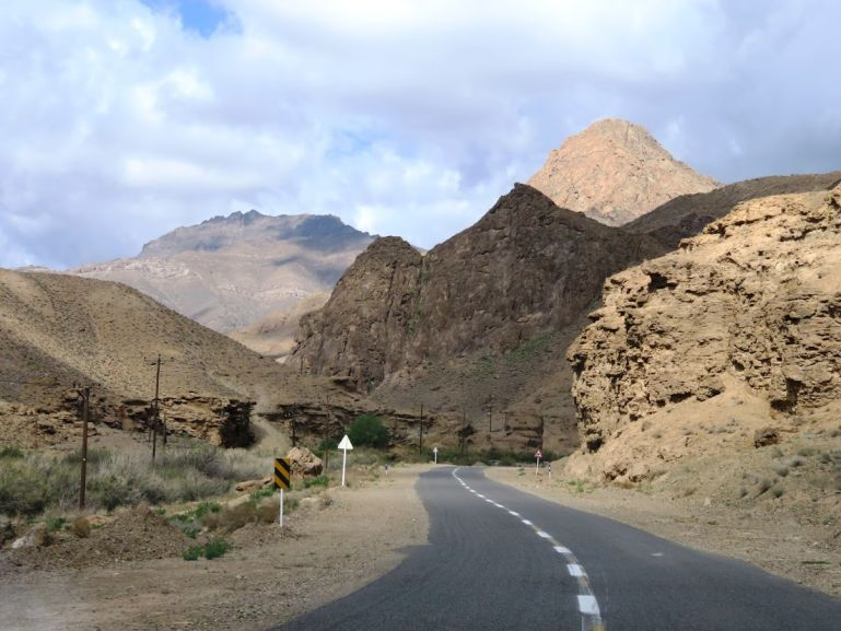 The road from Kashan to Abyaneh